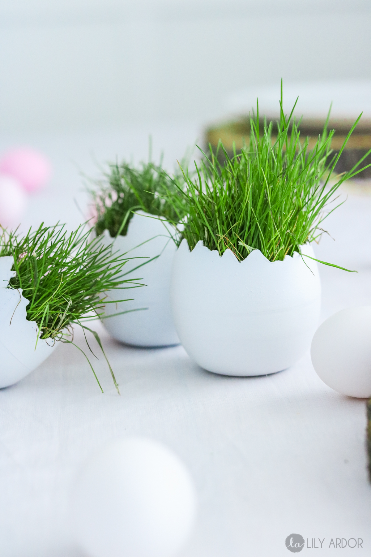 Cracked Eggs Centerpiece + 3 ways to display