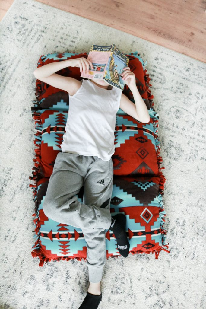 DIY no sew pillow bed
