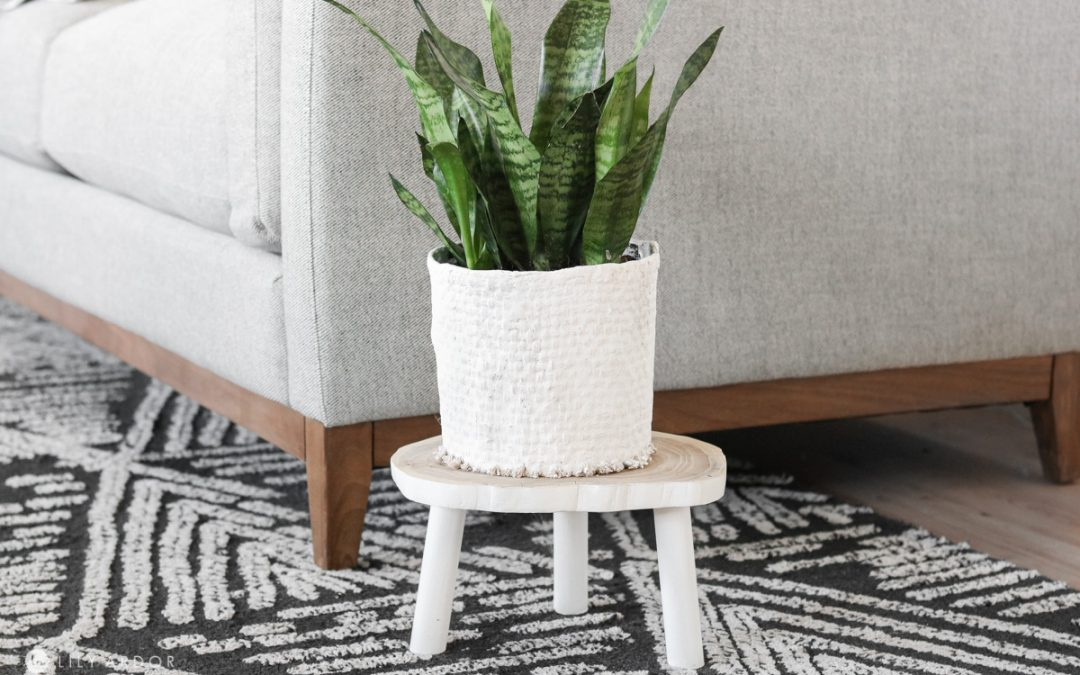 Old Planter Makeover With Burlap and Plaster