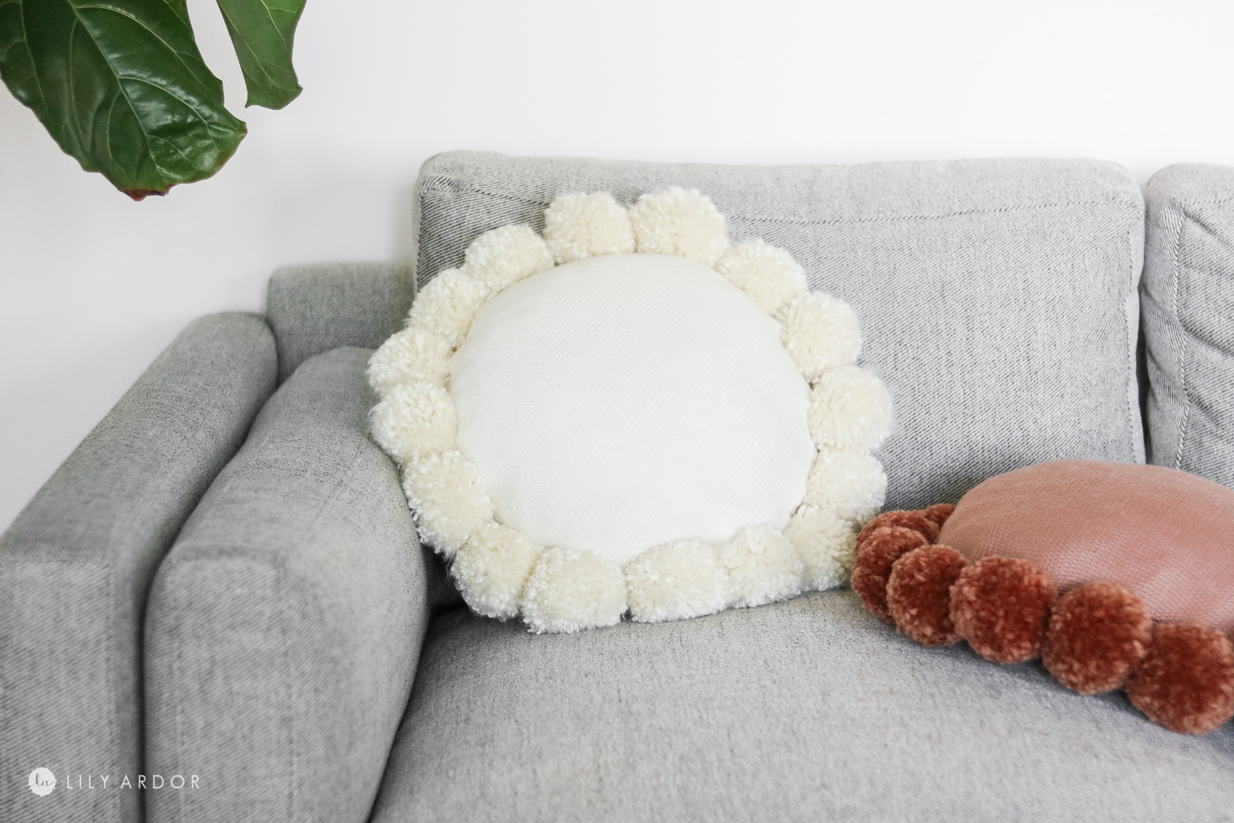 MY DIY white pom pom pillow
