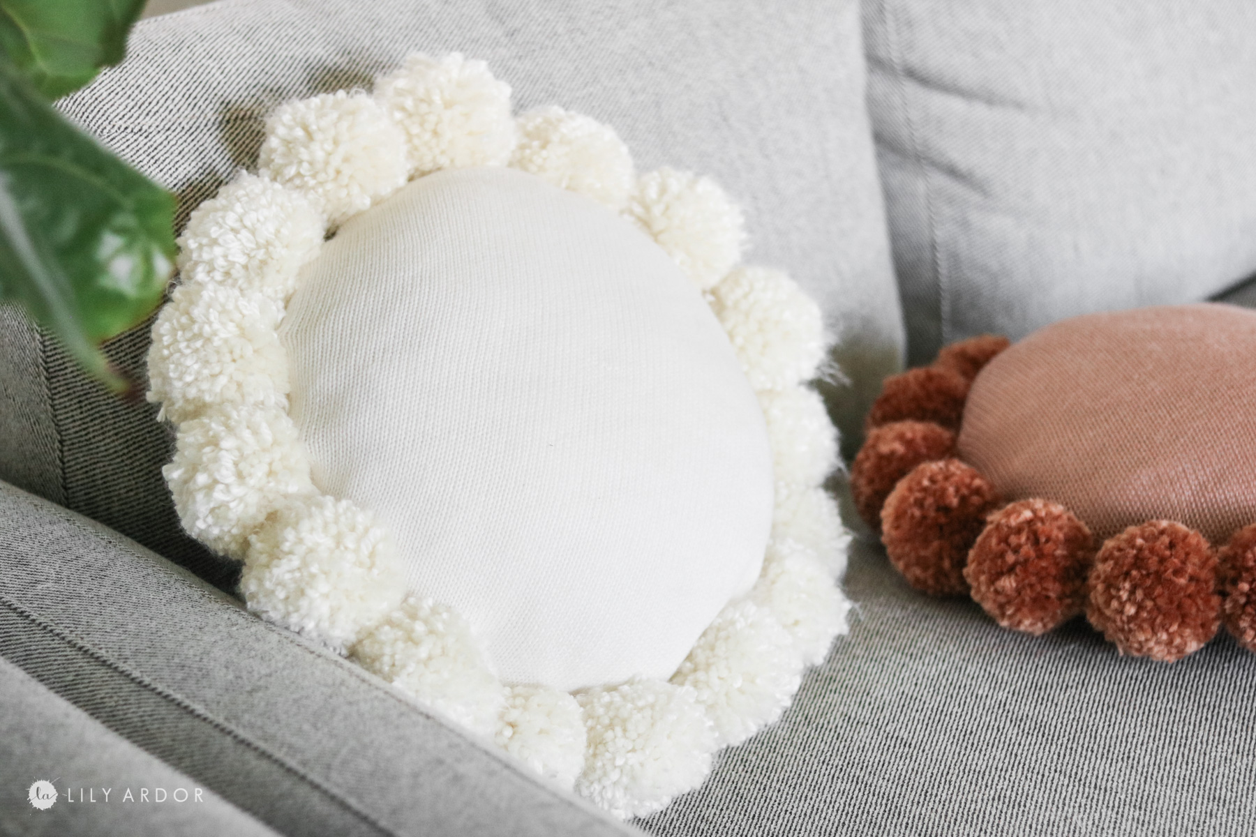 DIY round throw pillow