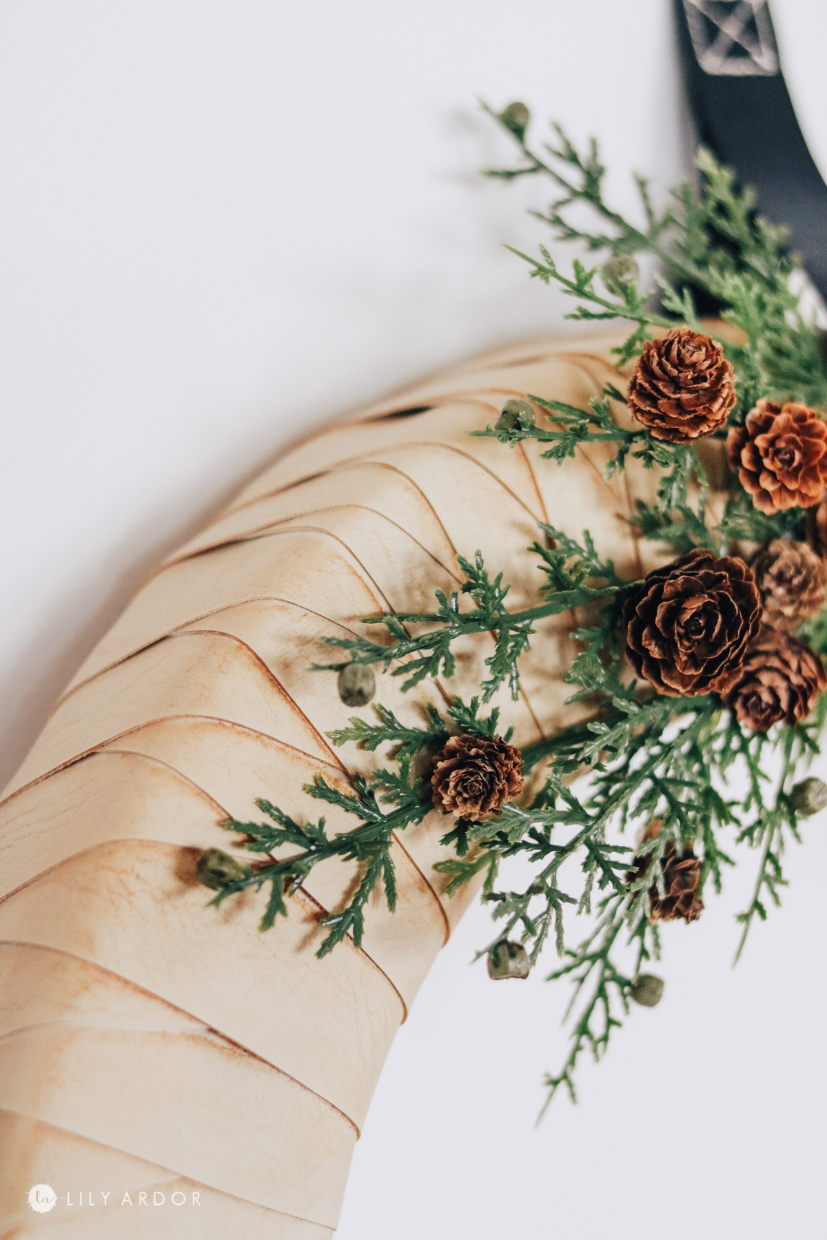 how to make a wreath minimalist style
